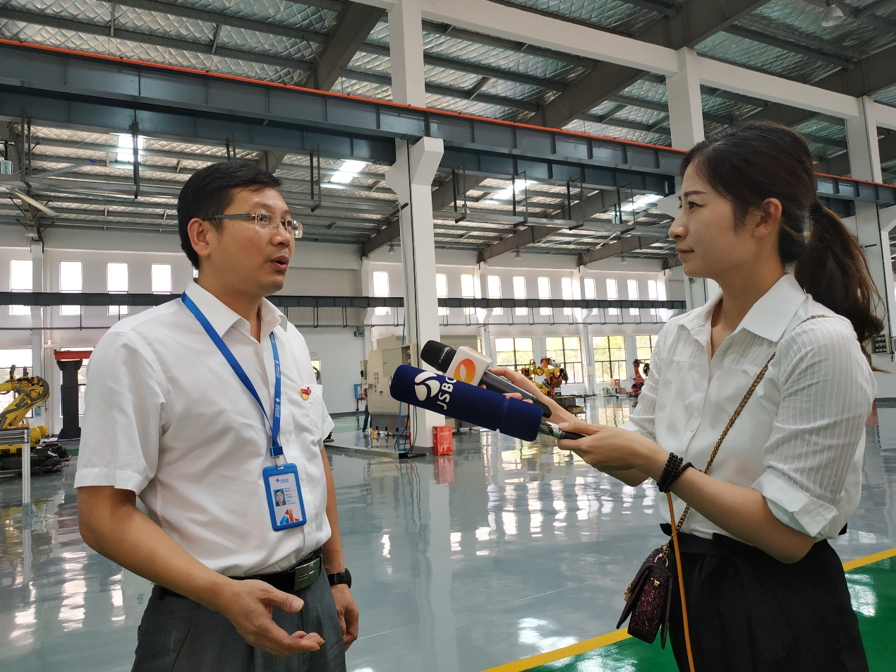 "The central media ""Dajiang rushing"" interview group went into Zhongnan Intelligent Focus on the new bright spots of intelligent manufacturing"