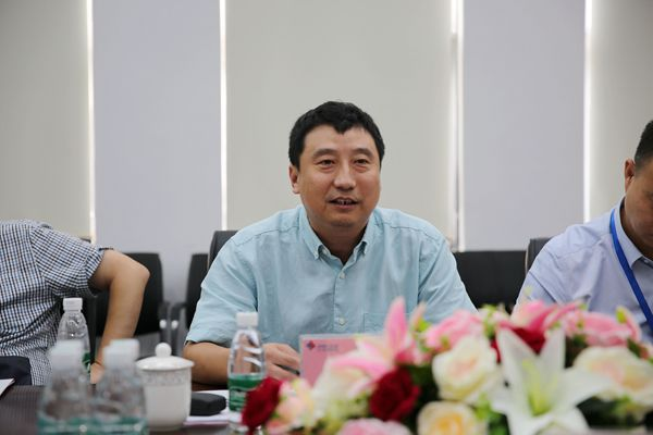 Liu Dong reports to director of cluster.