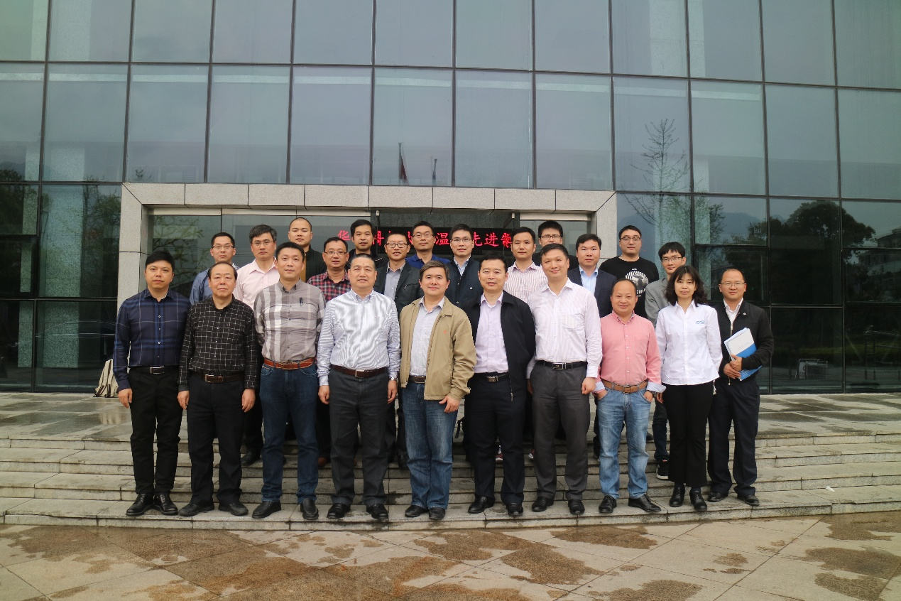 "Hongli, the chief expert of Zhongnan Intelligent, was invited to participate in the ""Intelligent Manufacturing Evaluation Standard System"" and ""Robot + Industry"" Application Implementation Project Research Project Launching Meeting in Wenzhou City."